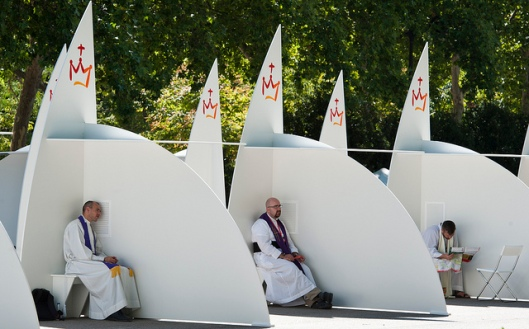 Confessionals at WYD in Madrid 2011 (© Mazur/catholicchurch.org.uk)